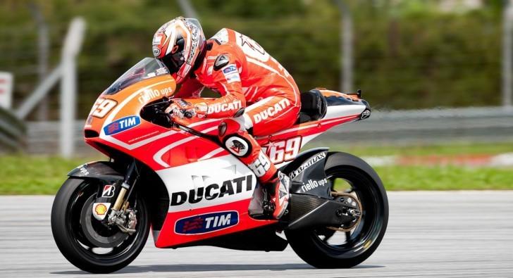 Nicky Hayden a Sepang rodant sobre la seva Ducati. Any 2013.