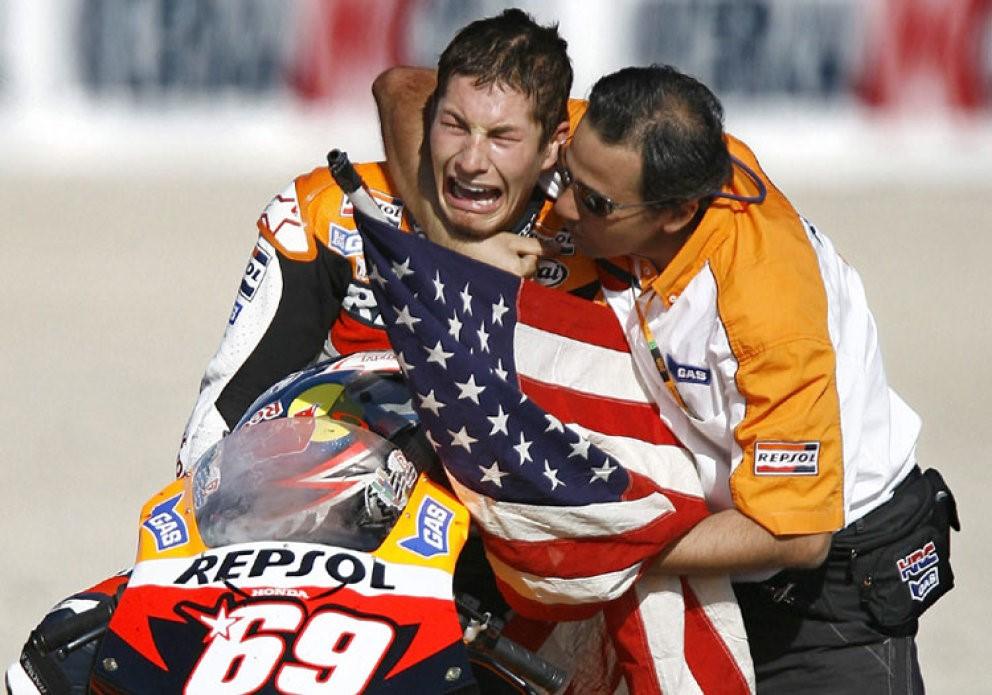 Hayden no va poder reprimir les llàgrimes en proclamar-se Campió del Món de MotoGP.