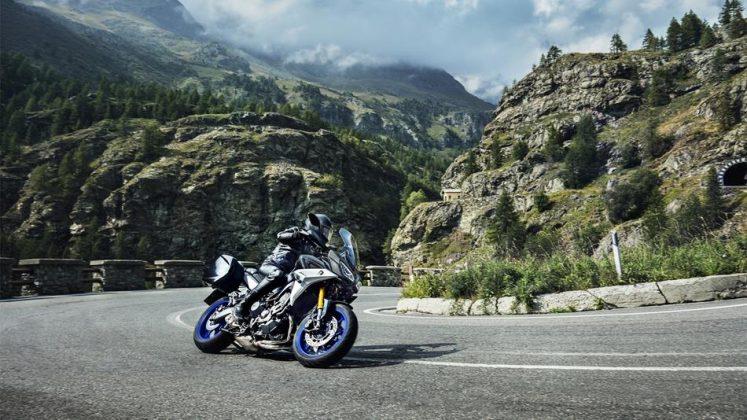 Yamaha 900 GT 2018 en corba