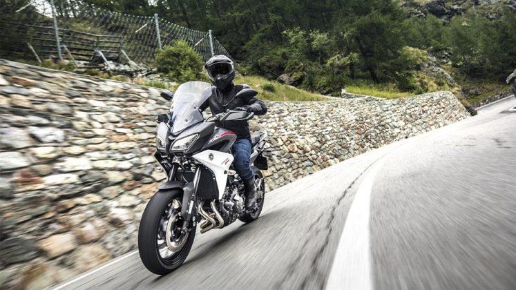 Yamaha Tracer 2018 en corba 2