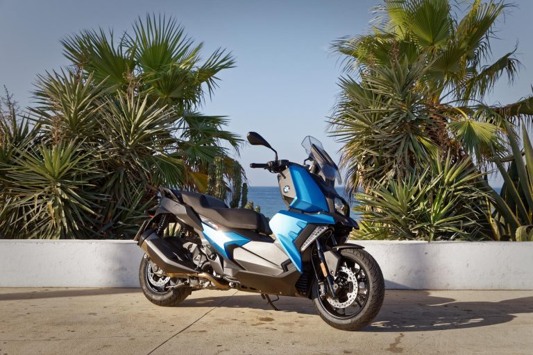 BMW C 400 X, una scooter que destaca per la seva connectivitat