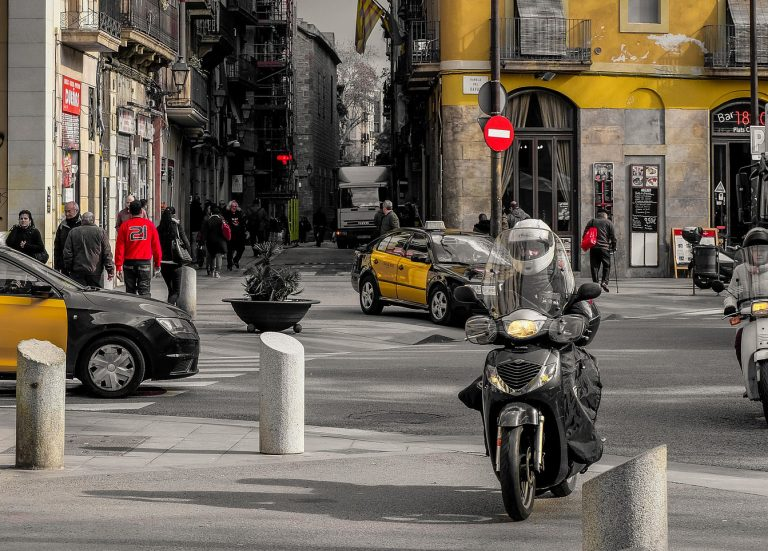 Carrils exclusius per motos a Barcelona?